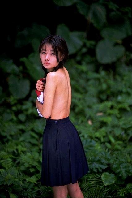 【ヌード画像】裸スカートの美少女たちがエロすぎw(31枚) 23