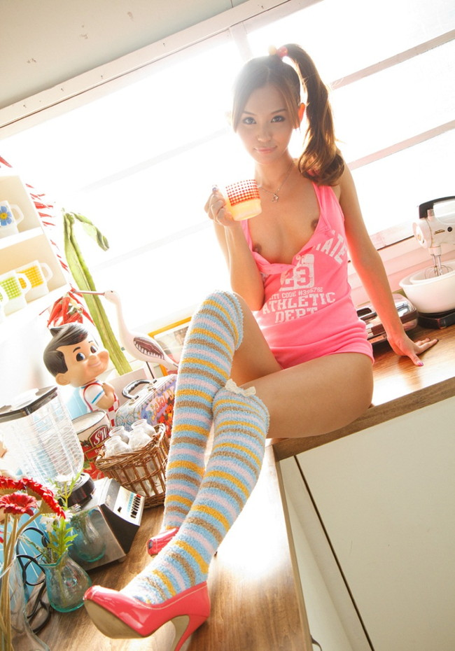 【ヌード画像】美脚エロ画像を見ていると足コキしてほしくなるw(33枚) 12