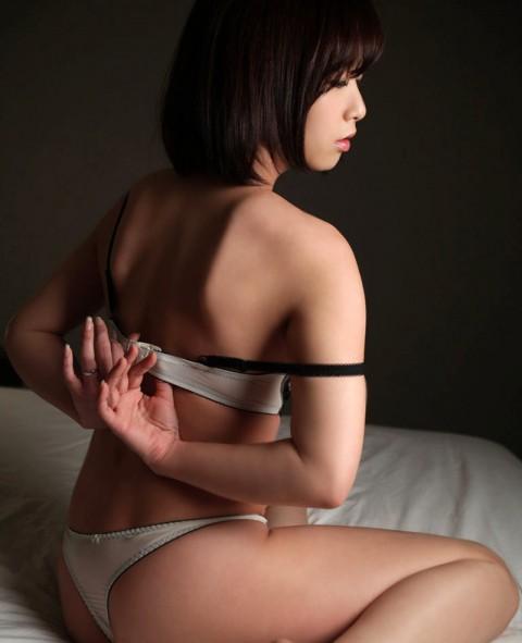 【ヌード画像】ブラを外している女の子たちがエロいw(32枚) 31