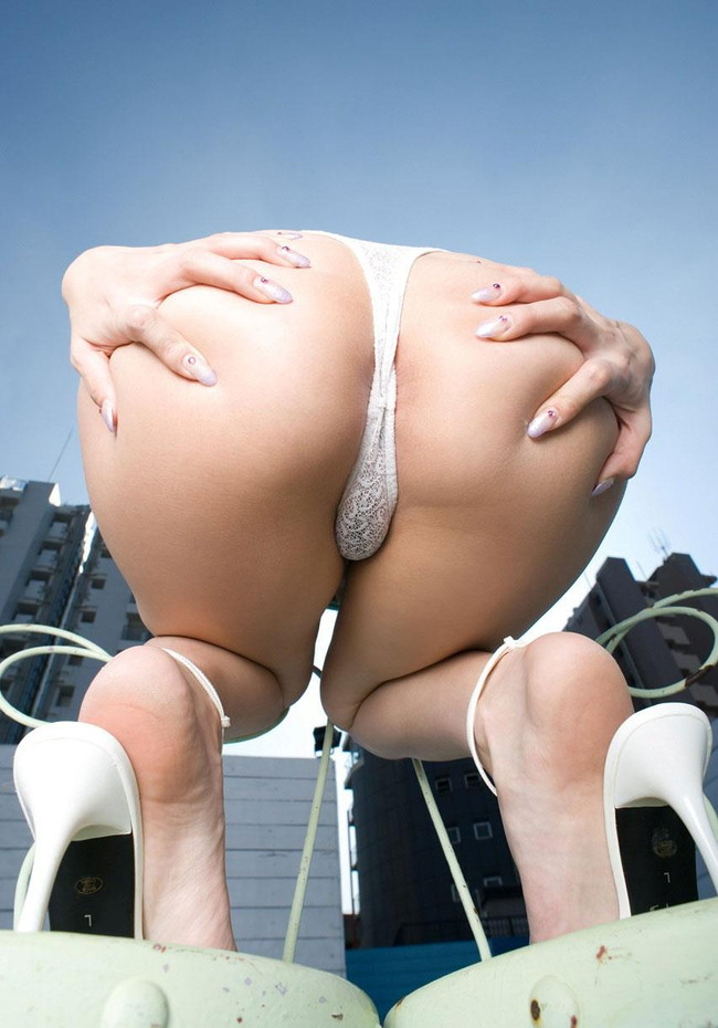 【ヌード画像】桃尻娘たちのプリケツが辛抱たまらんw(33枚) 22