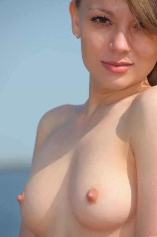 【ヌード画像】綺麗な乳首をさらした美女たちの画像(31枚) 21