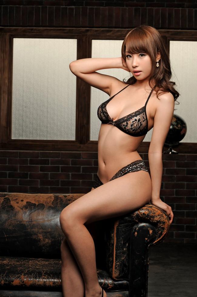 【ヌード画像】美女の黒下着姿が色気ありすぎな件(33枚) 17