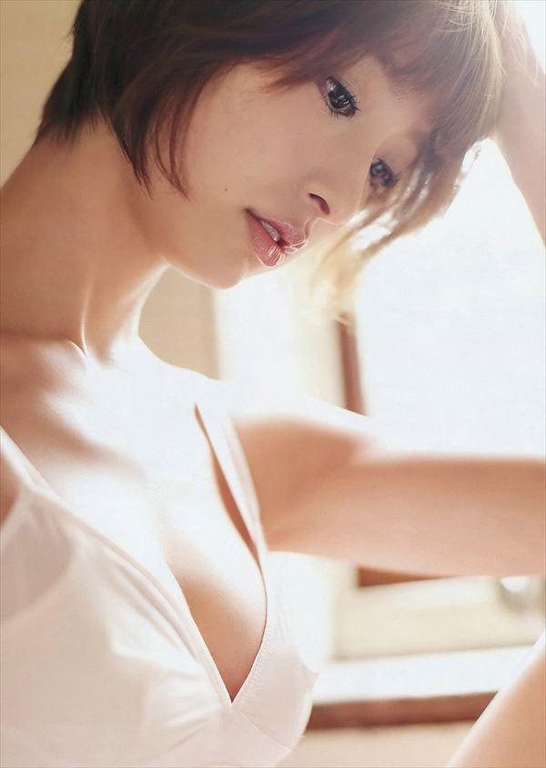 【ヌード画像】AKB卒業生、篠田麻里子のスレンダーなセクシーグラビア画像(30枚) 21