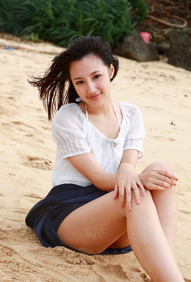 【ヌード画像】青山ローラの下着姿や水着姿がエロカワイイw(31枚) 31