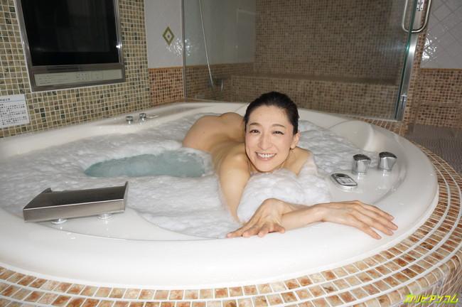 【ヌード画像】松本まりなの妖しく艶めかしい美熟女ヌード画像(33枚) 25