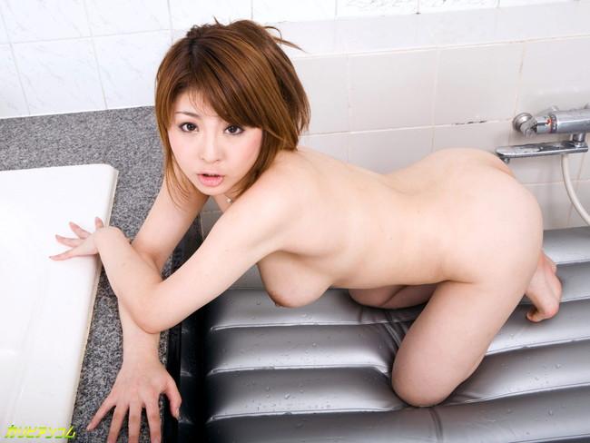 【ヌード画像】浴槽付きの部屋にいるAV女優さんたちにお出迎えされたいw(32枚) 27