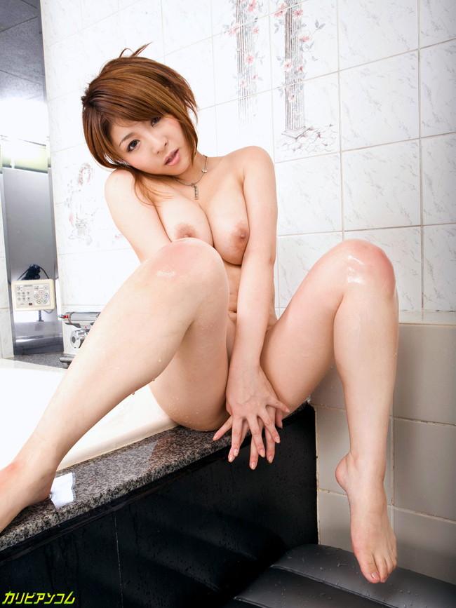【ヌード画像】浴槽付きの部屋にいるAV女優さんたちにお出迎えされたいw(32枚) 28