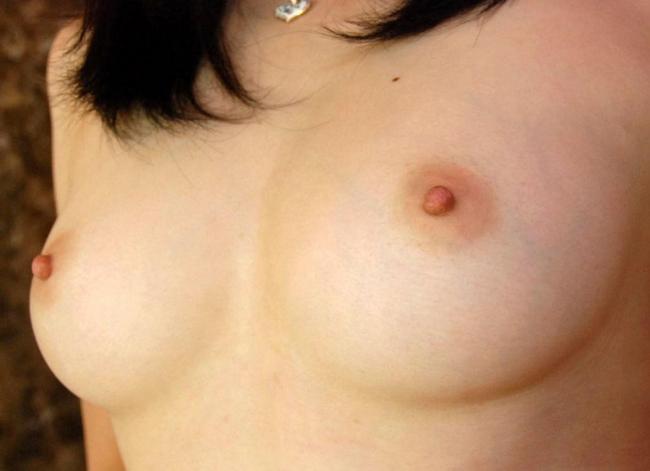 【ヌード画像】美女がさらす生おっぱいのエロさは異常w(30枚) 14
