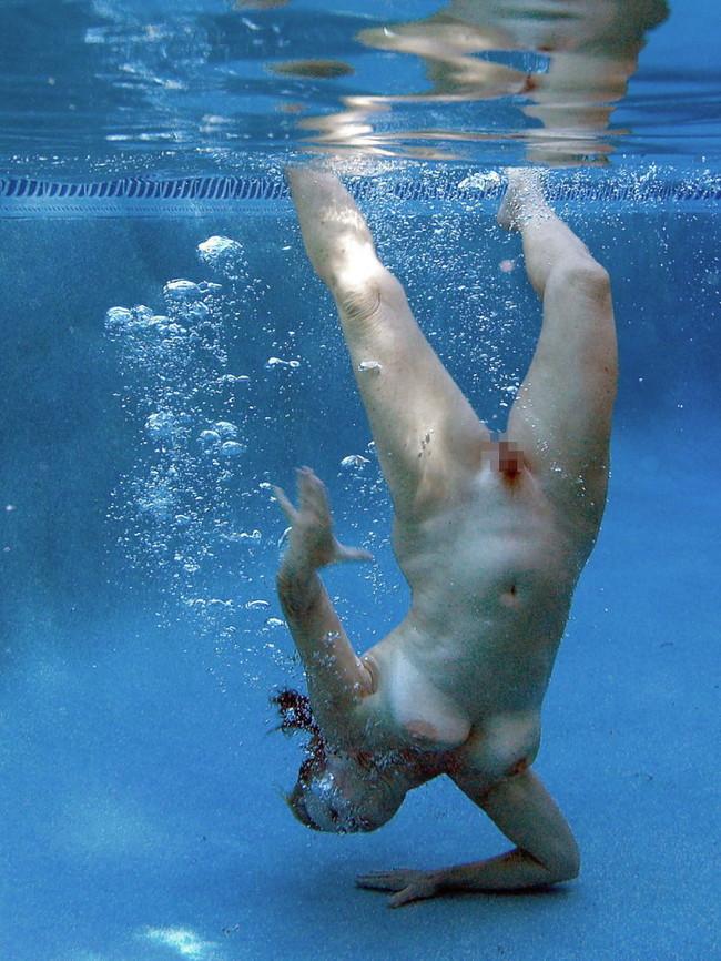 【ヌード画像】水中ヌードが超エロい!浮力で上向くおっぱいや,水でのバックヌードは死ぬほどエロい!(50枚) 05