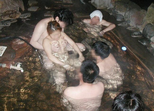【ヌード画像】湯船につかってエロい事したりされたりの画像集。いい湯だな過ぎるだろうコレww(50枚) 31