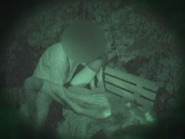 【ヌード画像】公園での素人SEXを赤外線盗撮した画像集!盗撮されようが蚊に刺されようがとにかくSEX!ww(50枚) 37