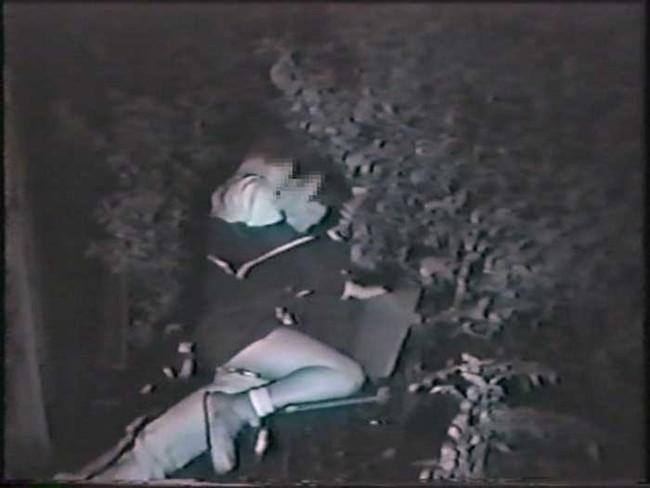 【ヌード画像】公園での素人SEXを赤外線盗撮した画像集!盗撮されようが蚊に刺されようがとにかくSEX!ww(50枚) 39