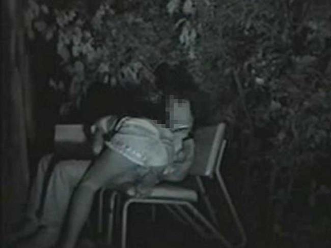 【ヌード画像】公園での素人SEXを赤外線盗撮した画像集!盗撮されようが蚊に刺されようがとにかくSEX!ww(50枚) 45