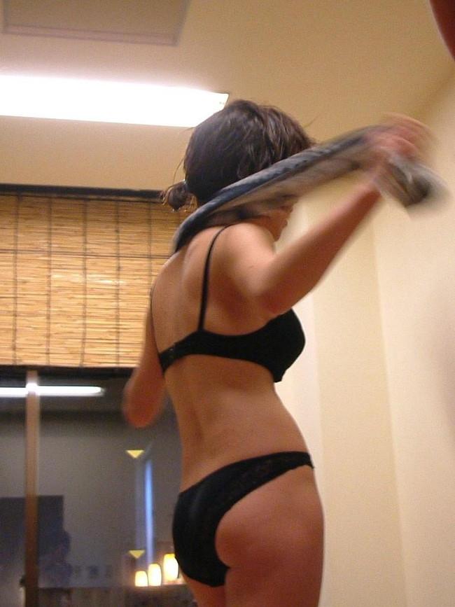 【ヌード画像】下着は地味な方が燃えるという法則にうなずかない人はいない。地味なブラやパンティーを履いた娘のエロ画像集(50枚) 27