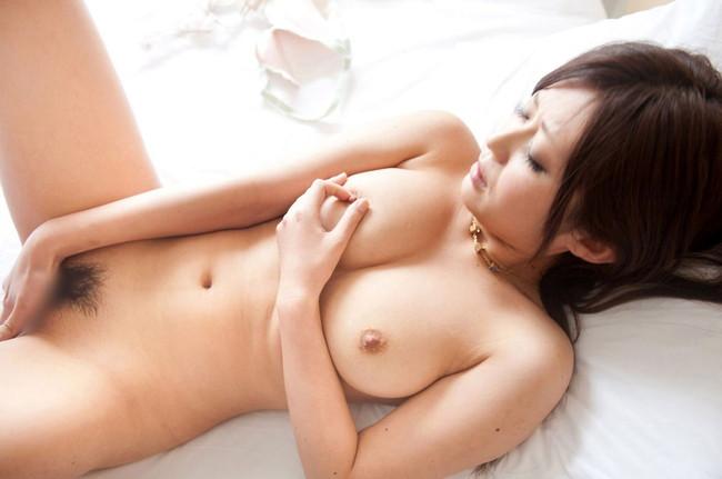 【ヌード画像】指入れオナニーって女性の本気度が伝わってきて最高にエロいよね!的な自分の指入れちゃってるオナニー画像集(50枚) 10