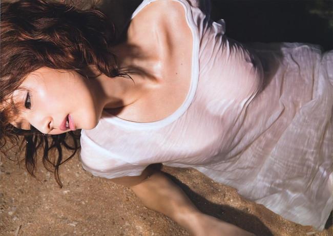 【ヌード画像】濡れて透ける服のナンバーワンはTシャツであると信じて疑わない僕が集めたTシャツ透けエロ画像集です!(50枚) 50