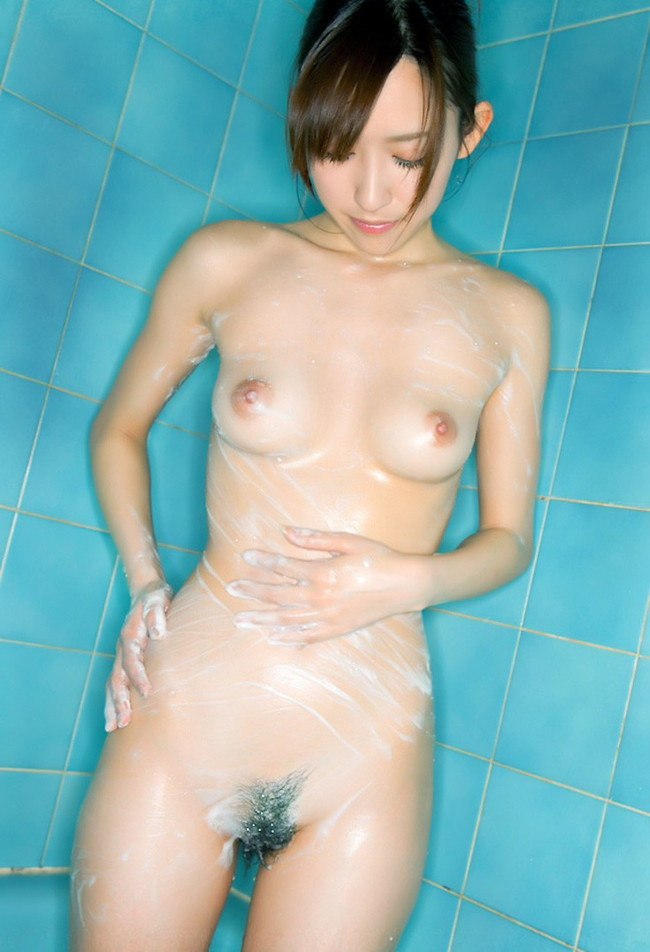 【ヌード画像】お風呂で泡だらけのヌード画像ってヌルヌルで最高にエロいぃ!手が触ろうと自然に伸びてしまう泡泡エロ画像集(50枚) 17
