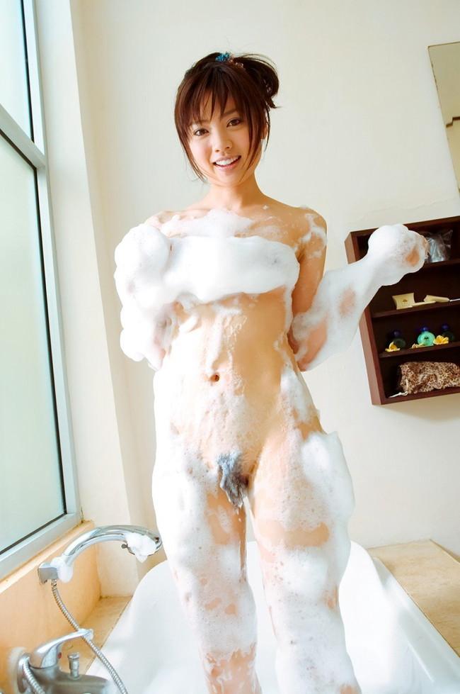 【ヌード画像】お風呂で泡だらけのヌード画像ってヌルヌルで最高にエロいぃ!手が触ろうと自然に伸びてしまう泡泡エロ画像集(50枚) 30