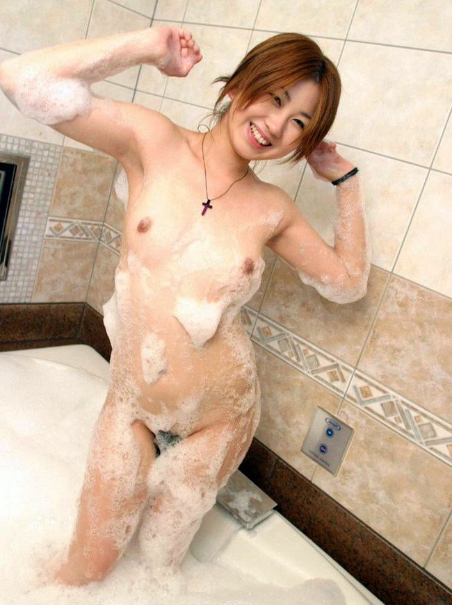 【ヌード画像】お風呂で泡だらけのヌード画像ってヌルヌルで最高にエロいぃ!手が触ろうと自然に伸びてしまう泡泡エロ画像集(50枚) 47