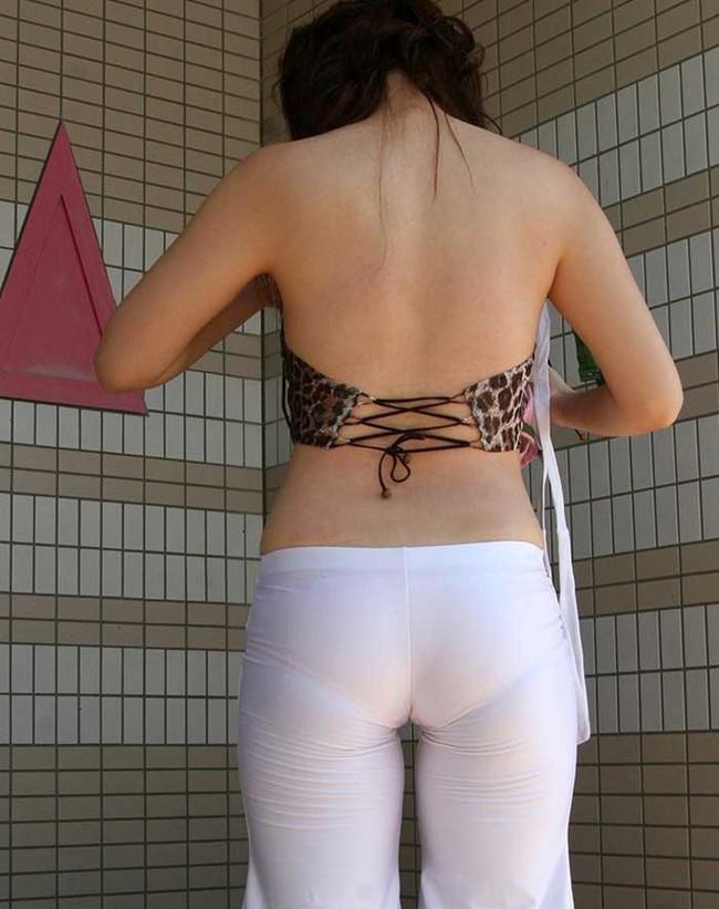 【ヌード画像】パッツパツのパンツだかレギンスだかを履いて街を普通に歩いてるオンナって死ぬほどエロいのに気付かないの?的画像集(50枚) 15