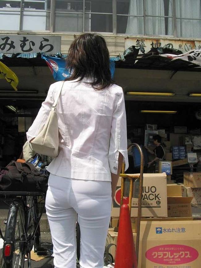 【ヌード画像】パッツパツのパンツだかレギンスだかを履いて街を普通に歩いてるオンナって死ぬほどエロいのに気付かないの?的画像集(50枚) 30