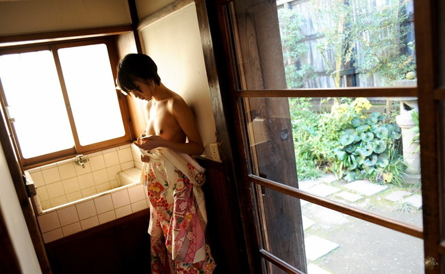 【ヌード画像】最強のショートボブAV女優湊莉久のワビサビのある超エロいヌード画像を集めたら究極にエロくなった!(50枚) 49