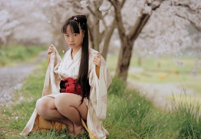 【ヌード画像】浴衣とか着物とかの和服がはだけてエロい瞬間が通常の5割増しでエロい件!はんなりエロい和服ヌード画像集(50枚) 11