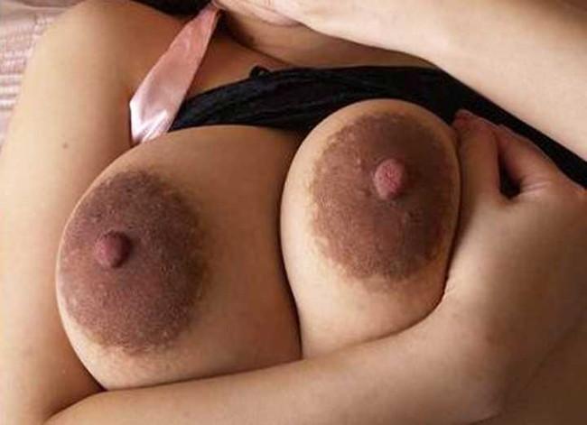 【ヌード画像】乳首色濃いと人間味があってこっちの方がエロい!と感じたらこの黒乳首ヌード画像集をどうぞww(50枚) 42