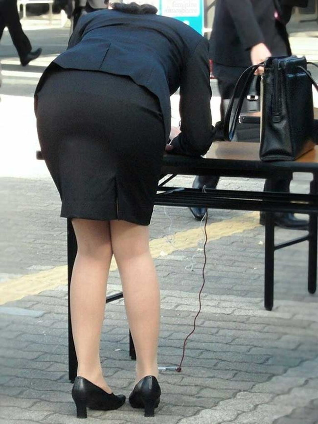 【ヌード画像】エロい!エロいぞリクルートスーツ!この初々しさとぴったりお尻のギャップ感がたまりません!(50枚) 05