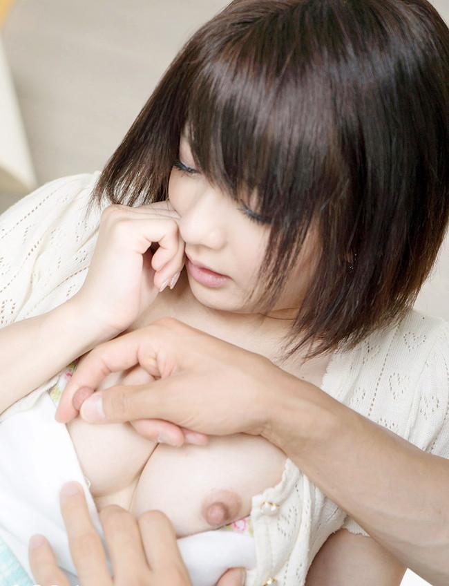 【ヌード画像】エロのバロメーターである乳首ピンコ立ちがハンパない!人さし指でふるふるしたくなるビンビンの乳首画像集!(50枚) 27