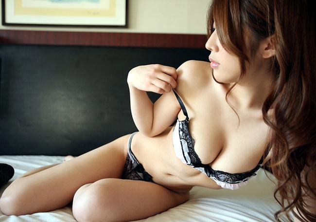 【ヌード画像】スタイル抜群の女性が下着姿でポーズを取ったら(35枚) 26