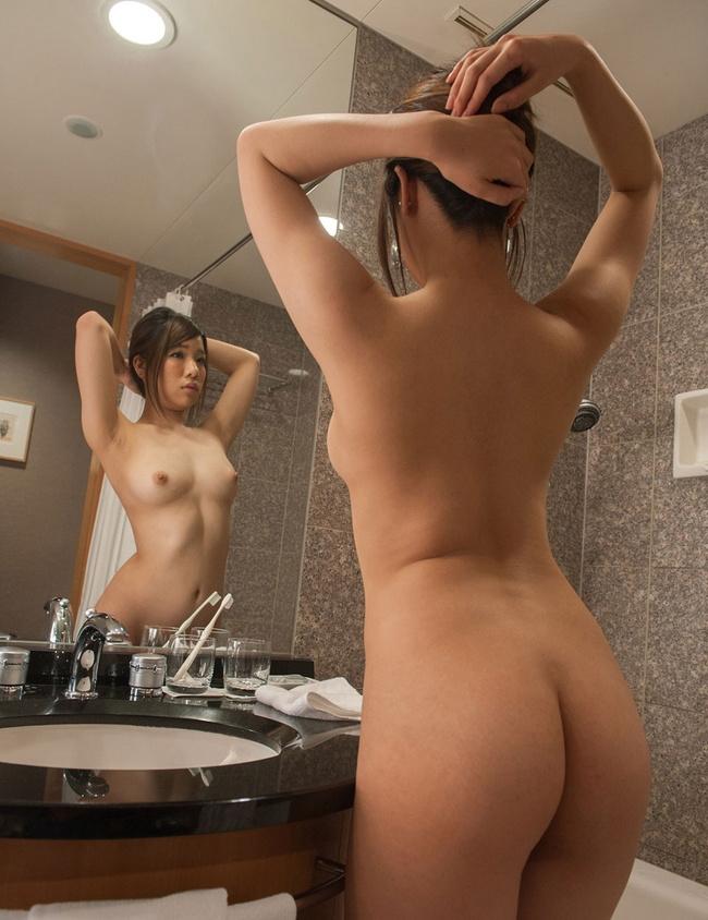 【ヌード画像】くびれと美尻、そのラインが美しい背中画像(30枚) 26