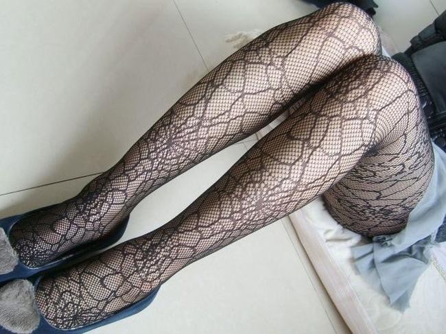【ヌード画像】網タイツと破れたパンストから覗く生脚(30枚) 14