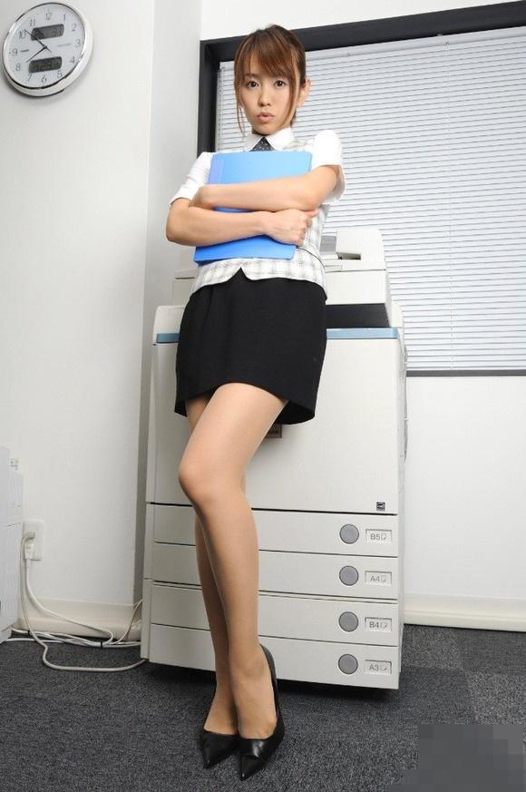 【ヌード画像】誘惑が強すぎるOLの着衣パンスト美脚(31枚) 15