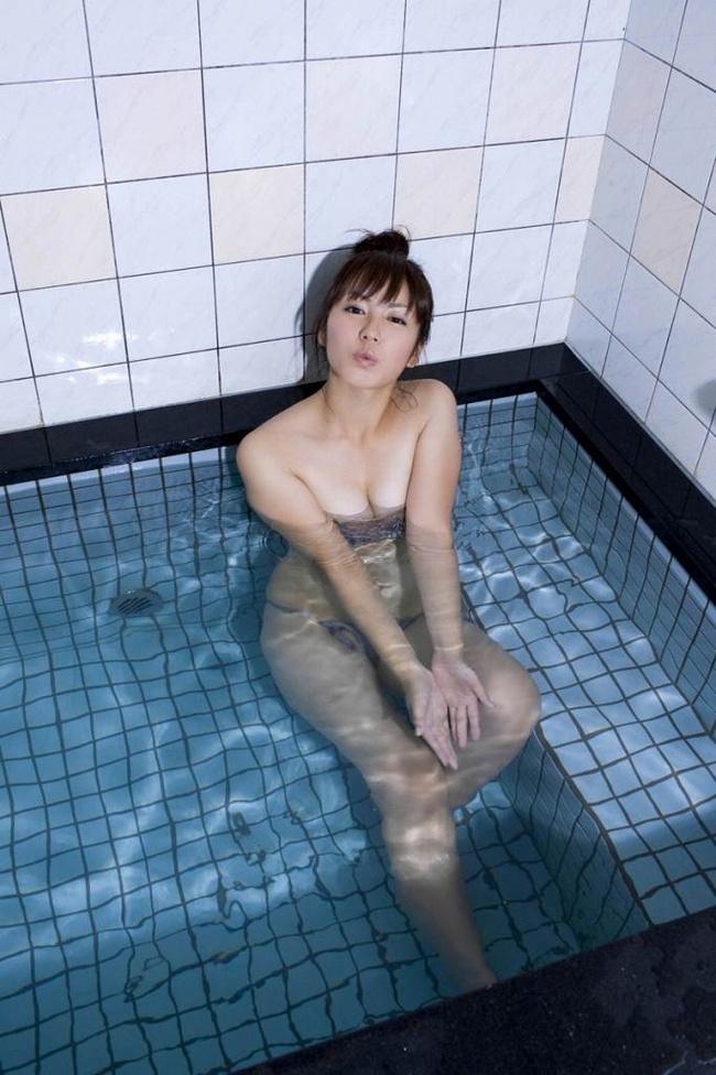 【ヌード画像】ムチムチ界のプリンセス・磯山さやかのムッチリ水着(41枚) 02