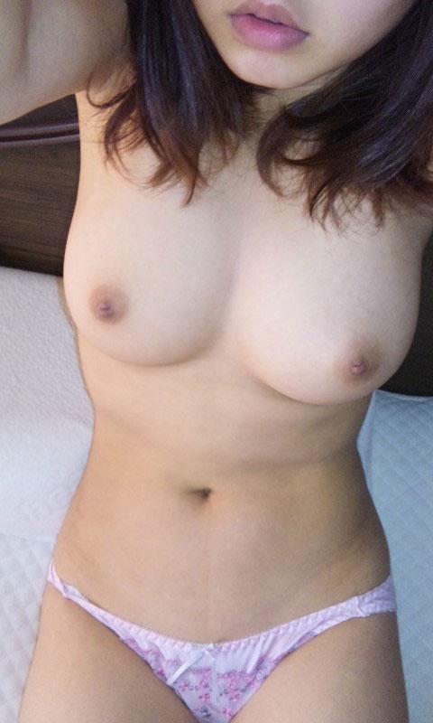 【ヌード画像】素人自撮り女神の生々しい美乳画像(31枚) 24
