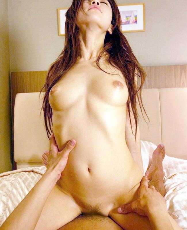 【ヌード画像】騎乗位アングルの全裸美女のエロさったらない(31枚) 12