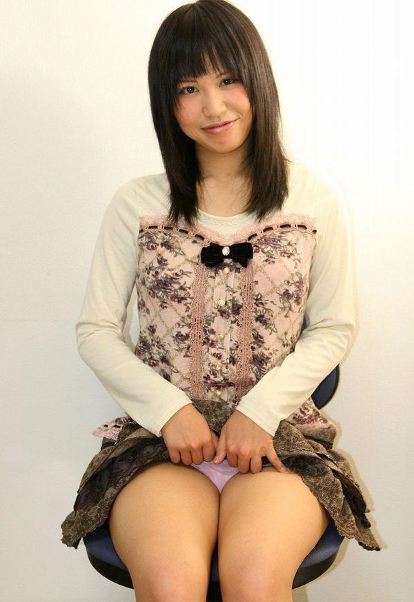 【ヌード画像】スカート捲ってくれているありがたい女の子(32枚) 31