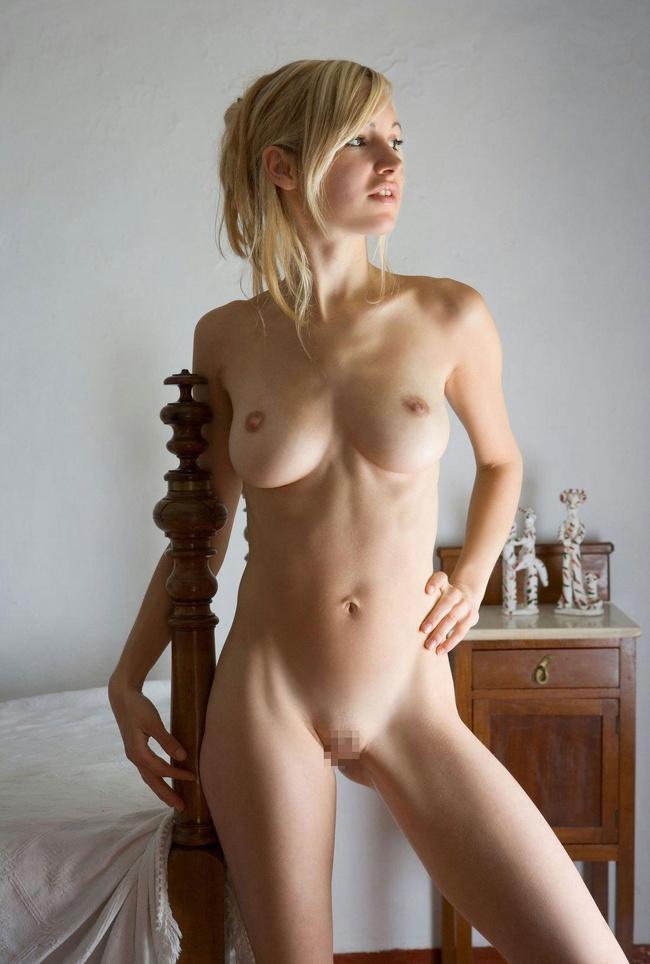 【ヌード画像】柔らかそうだけど主張が強い白人のワガママ巨乳(31枚) 10