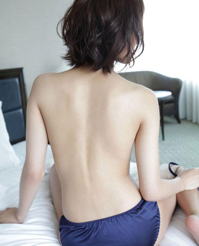 【ヌード画像】背中とくびれが語る、その女性のエロさ(30枚) 21
