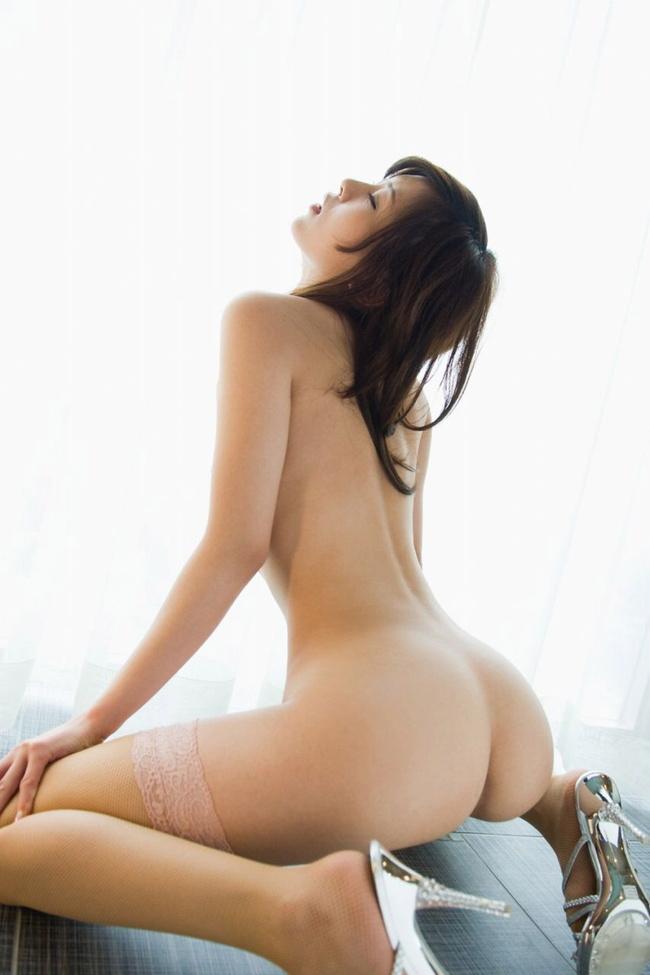 【ヌード画像】背中とくびれが語る、その女性のエロさ(30枚) 27