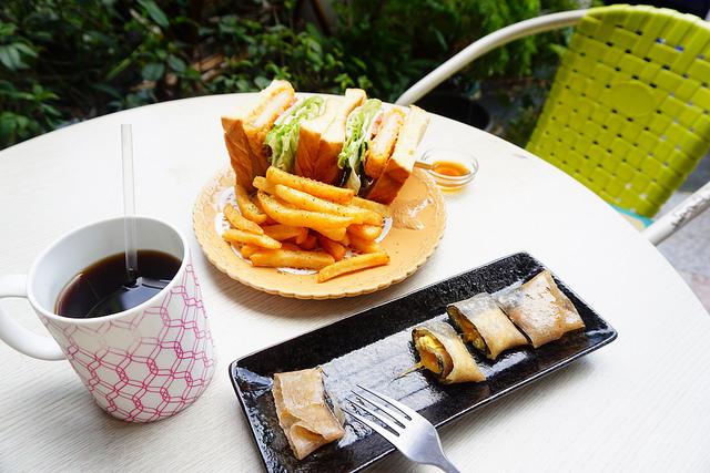 """【高雄三民早午餐】Open brunch早午餐  ♥河堤旁平價早午餐""""全麥海苔牽絲蛋餅"""