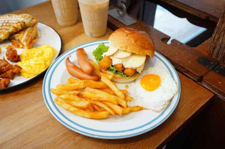 """【台中西區美食】早伴早餐    勤美周邊老宅早午餐""""熱門排隊早餐"""