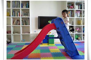 ⊕1y4m~1y5m⊕終於會自己溜滑梯了!(滑梯玩具get!)