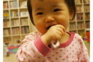 (好物)因特力淨寶貝QQ刷,讓小風妹妹開心刷牙!