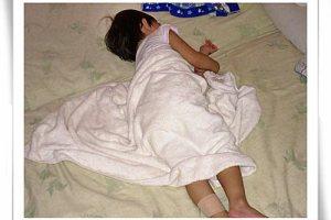 自己睡覺、自己起床⊕2.4ys 順便聊聊起床氣