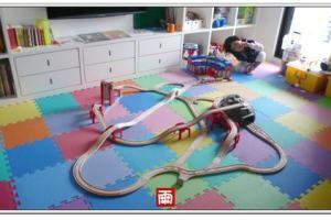 《百變班恩傑尼木質火車玩具》試用滑道停車棚、雙臂跨海大橋、阿爾卑斯山洞火車組