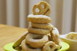 DIY堆疊成山的包姆與凱羅甜甜圈(包姆和凱羅)
