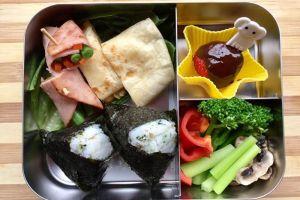 【便當日記】#19海苔御飯糰、煎起司蛋餅、火腿捲雙蔬Bento #19 Rice Balls、Cheese Omelet with Tortilla、Ham and Vegetable Roll-ups