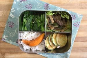 【便當日記】#79 韓國烤肉與櫛瓜小圓餅Bento #79 Korean BBQ Beef, Pan-fried Zucchini Fritters